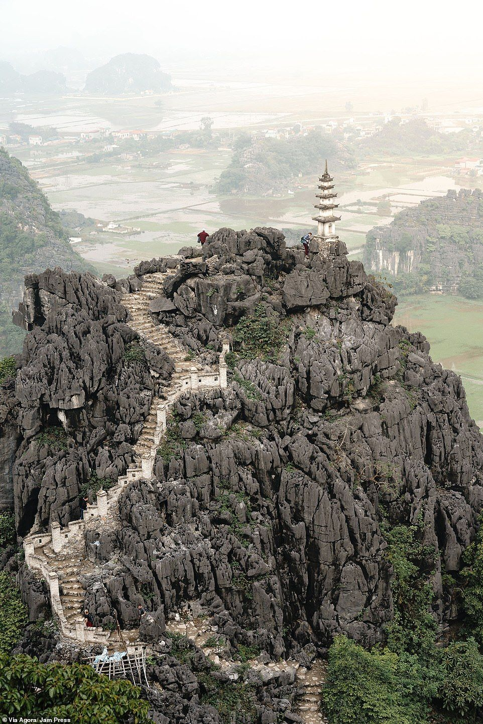 8250-8057279-_Vietnam_view_by_Marco_Vulinovic_from_Norway_shows_a_rocky_path_-a-35_1585059260277.jpg