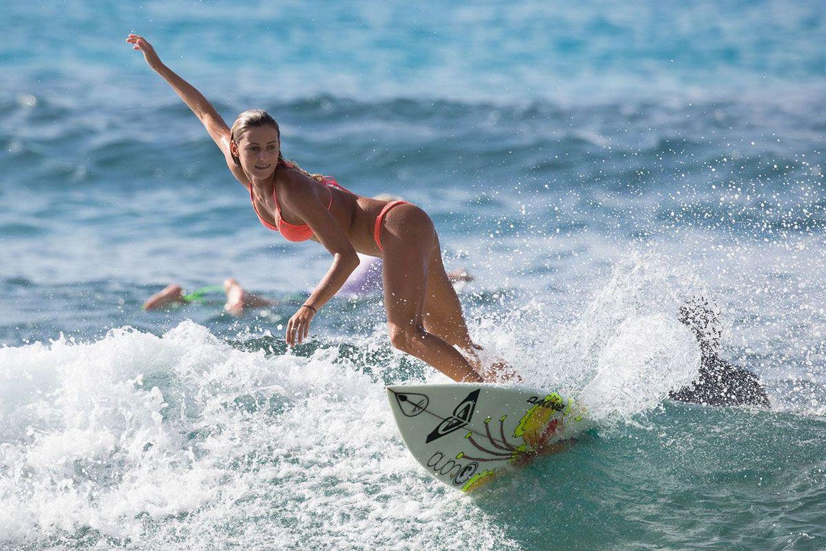 CHELSEA-TUACH-in-Bikini-Surfing-in-Barbados-18.jpg